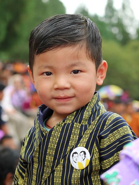 em-be-tham-gia-le-hoi-bhutan
