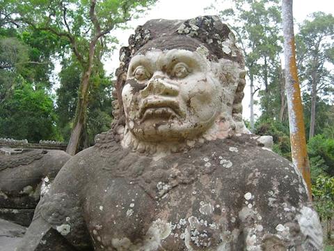 ve-dep-ky-quan-den-angkor-wat-4-than-canh-gac